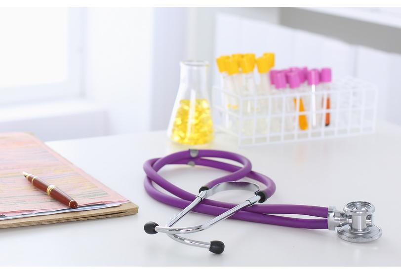 Sentencia de indemnización por negligencia médica en ensayos clínicos con medicamentos