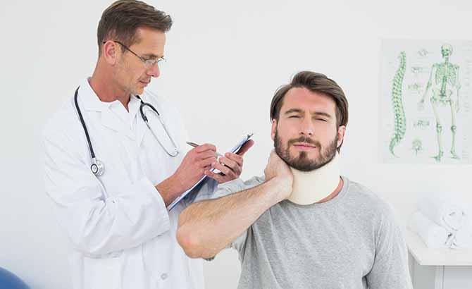 - Imagen de un lesionado con latigazo cervical en una colisión a baja velocidad