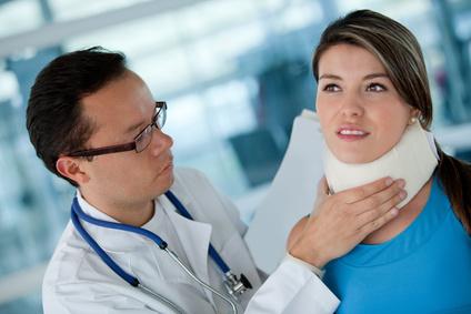 Accidente de tráfico con secuelas en el codo derecho y latigazo cervical